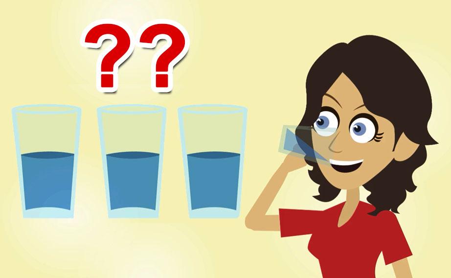 Qual è il fabbisogno di liquidi per ogni età? Quanta acqua bisogna bere al giorno?